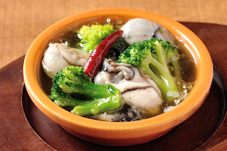 牡蠣とブロッコリーのアヒージョ